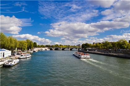Portraiture: Paris under the blue sky. Grades /100: 48, 63, 61
